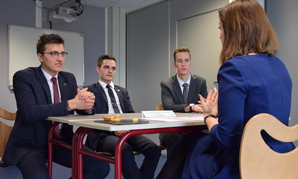 entretien en forum de recrutement à l'Ecole de Savignac