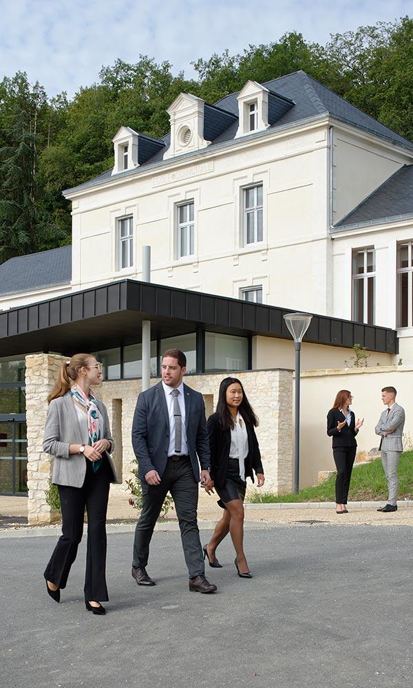 étudiants sur le campus de savignac